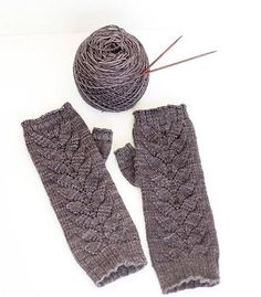 Fingerless gloves are a cute and stylish way to keep your hands warm in chilly fall or winter weather. These Slate Gray Fingerless Gloves have a lovely branched leaves lace pattern up the front, and the pattern is free.