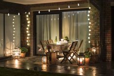 Cozy light and chill atmosphere on balcony Terrace Design, Patio Design, Living Room Trends, Living Spaces, Outdoor Rooms, Outdoor Living, Best Outdoor Lighting, Patio Lighting, Lighting Ideas
