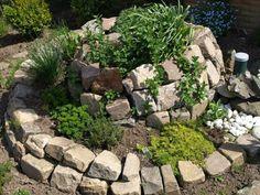 Kräutergarten in Form einer Kräuterschnecke