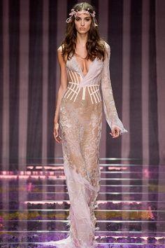 Versace | Alta-Costura | Inverno 2016 - Vogue | Desfiles                                                                                                                                                                                 Mais