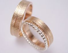 Fantastic Photos www. - Thoughts Have you been looking for inexpensive wedding rings? At EFES you'll find wedding rings from Nuremb Inexpensive Wedding Rings, Alternative Wedding Rings, Cheap Wedding Rings, Custom Wedding Rings, Wedding Rings Vintage, Beautiful Wedding Rings, Wedding Rings Rose Gold, Stackable Diamond Rings, Wedding Band Sets