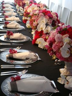 pink/red/white table setting with orchids