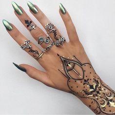 Флеш тату❤  #мехенди #mehendi #love #women  #красота #стиль #менди #like4like #цитаты #instalike #mehendiartist #picoftheday #instadaily #mendi #followme #girl #рисунокхной #instagood #mehendiart #follow #мехендимастер #style #henna #мода