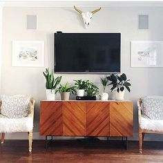 I've never wall-mounted my tv because I'm not the best at decor styling. @yerduayak just rocked my world with this idea! Plants, plants and more plants. I can definitely get on board with this type of styling. Tell me, do you have your tv mounted and if so... How do you style underneath?…