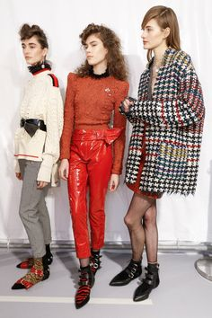 Isabel Marant Fall 2016 Ready-to-Wear Beauty Photos - Vogue ...... Throw back to the 80's or what!  Need that jacket though.