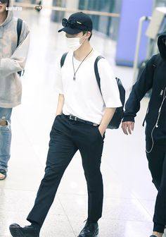 jimin x airport fashion Jimin Airport Fashion, Bts Airport, Airport Style, Babe, Jungkook V, Style Finder, Korean Men, Korean Idols, Korean Outfits