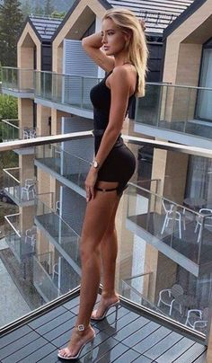 Great Legs, Beautiful Legs, Gorgeous Women, Chic Black Outfits, Sexy Outfits, Tight Dresses, Sexy Dresses, Classy Women, Sexy Women