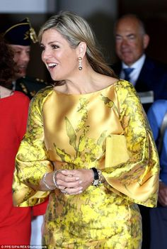 Queen Maxima dons an eye-popping yellow dress on royal visit Royal Dresses, Satin Dresses, Silk Dress, Abaya Fashion, Fashion Dresses, Estilo Fashion, Queen Maxima, Royal Fashion, Classy Dress