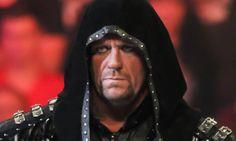 Diese Leistung ist einmalig: 21 Mal ist der #Undertaker bei #WrestleMania angetreten, 21 Mal hat er gewonnen. Doch Paul #Heyman schickt seinen Klienten Brock #Lesnar ins Rennen, der die Siegesserie erobern will.