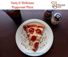 Visit us for the best authentic Italian pizza in Cardiff. Stone baked pizza are delicious Low Carb Mehl, Low Carb Pasta, Pizza Sans Gluten, National Pizza, Pizza Day, Pizza Pizza, Fried Pizza, Pizza Food, Pizza Flavors