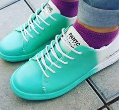 A coleção-cápsula de calçados da Pantone mistura modelos atemporais que vão desde tênis até as nossas queridas papetes, em tons vibrantes. Confira!