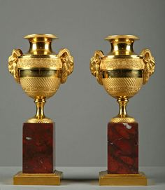 A pair of ormolu cassolettes resting on a squared griotte marble base. The handles are decorated with ram's head. Vases Decor, Art Decor, Decoration, Bronze, Antique Furniture, Furniture Decor, Ancient Greek Art, Urn Vase, Empire Style