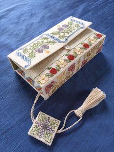 Willing Hands: The Virgin Queen's Stitching Wallet