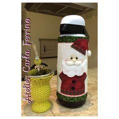 Capa de Garrafa Térmica de Natal Christmas Stockings, Santa, Quilts, Mugs, Sewing, Holiday Decor, Tableware, Diy, Christmas Crafts