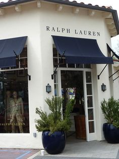 This kind of awning facade is truly an extraordinary design principle. Exterior Paint, Front Door Awning, House Exterior, Exterior Design, Front Door, Cafe Design, Ralph Lauren Store, Store Design, Storefront Design