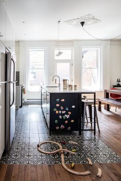The first floor of this house, built and located in the McGill neighborhood of Montreal, was the perfect spot for a large kitchen and living area, which was missing from the old layout—a makeshift kitchen was previously located on the floor above. Wood Floor Kitchen, Kitchen Flooring, Flooring Ideas, Kitchen Tiles, Vinyl Flooring, Kitchen Cabinets, Kitchen Living, New Kitchen, Home Decor Ideas