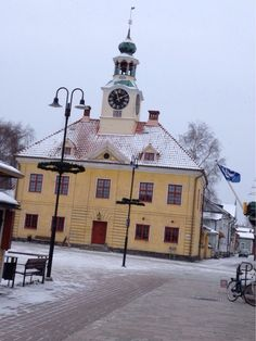 Raatihuone, Rauma. #rauma #travel Western Coast, Old City, Finland, World, Building, Places, Travel, Viajes, Old Town