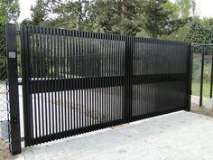 Gate Wall Design, House Main Gates Design, Steel Gate Design, Front Gate Design, Iron Fence Gate, Metal Gates, Driveway Gate, House Front Gate, Front Gates