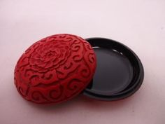 JAPANESE TEA UTENSILS / RED LACQUERED INCENSE CONTAINER WITH CARVED FLOWERS