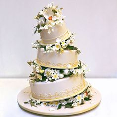 alexia dives posted A floral topsy-turvy cake by Ron Ben-Israel to their -wedding cakes- postboard via the Juxtapost bookmarklet. Elegant Wedding Cakes, Beautiful Wedding Cakes, Gorgeous Cakes, Pretty Cakes, Cute Cakes, Amazing Cakes, Wedding Cake Prices, Wedding Cake Designs, Wedding Ideas
