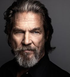 Jeff Bridges legend hair beard old men chique Foto Portrait, Portrait Photography, People Photography, Portrait Inspiration, Character Inspiration, Older Mens Hairstyles, Middle Hairstyles, Hairstyles 2018, Wavy Hairstyles
