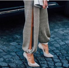 Ribbed pants with slit