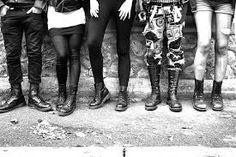 Varie tipologie di stivale hanno avuto e hanno una funzione estetica: ad esempio le Dr. Martens sono indossate dagli artisti e dai fan del punk
