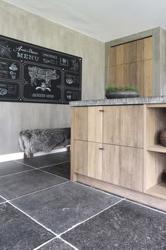 A beautiful floor of Belgian Bluestone! Gives authenticity to your floor. Ask for the possibilities: info Casa Magnolia, Kitchen Decor, Kitchen Design, Natural Stone Flooring, Natural Interior, Kitchen Time, Room Interior Design, Kitchen Flooring, Modern Rustic