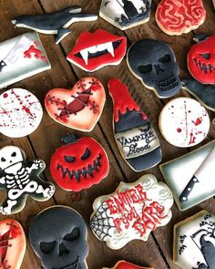 Bloody Halloween cookies Source by blackandwhitecookies Halloween Desserts, Halloween Cupcakes, Comida De Halloween Ideas, Pasteles Halloween, Halloween Cookie Recipes, Halloween Cookies Decorated, Hallowen Food, Halloween Sugar Cookies, Halloween Treats For Kids