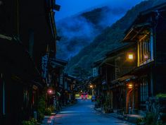 The Nakasendo is a very old Japanese foot road that connects Tokyo to Kyoto. In many parts of it, you can sometimes feel like you have been transported from the modern world and into the past...