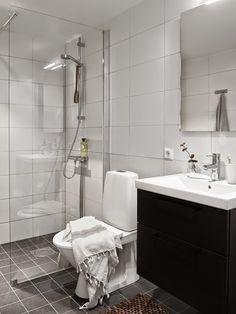 bathroom towel ideas is enormously important for your home. Whether you pick the wayfair bathroom or diy home decor for apartments, you will make the best bathroom demolition for your own life. Vintage Bathroom Decor, Vintage Bathrooms, Chic Bathrooms, Bathroom Wall Decor, Dream Bathrooms, Amazing Bathrooms, Bathroom Interior, Bathroom Toilets, Bathroom Renos