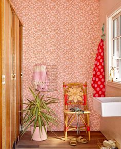 Bring summer into your home and enjoy the ultimate holiday feeling 365 days of the year. ☀️ Swipe for inspiration! How To Hang Wallpaper, Wallpaper Roll, Diy Tapete, Photo Mural, Cosy Corner, Piece A Vivre, Pip Studio, Little Girl Rooms, New Room
