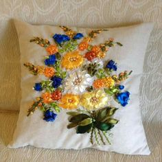 Wonderful Ribbon Embroidery Flowers by Hand Ideas. Enchanting Ribbon Embroidery Flowers by Hand Ideas. Cushion Embroidery, Floral Embroidery Patterns, Learn Embroidery, Hand Embroidery Designs, Embroidery Stitches, Ribbon Embroidery Tutorial, Silk Ribbon Embroidery, Ribbon Art, Ribbon Crafts