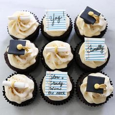 Graduation Cupcakes Designs ★ Have run out of graduation party d. - - Graduation Cupcakes Designs ★ Have run out of graduation party decoration ideas? This post will help you forget about the pre-party comm. Graduation Party Desserts, Graduation Party Planning, College Graduation Parties, Graduation Balloons, Graduation Cupcakes, Graduation Celebration, Graduation Decorations, Graduation Ideas, Graduation Cake Designs