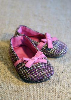 baby shoe pattern from etsy... sooooo adorable!!!