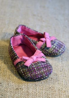 baby shoe pattern from etsy... sooooo adorable!!!