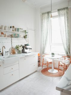 The best (and the most stylish) affordable kitchens - The Frugality Affordable Kitchen Cabinets, Kitchen Cost, Affordable Granite, Ikea Kitchen Planning, Kitchen Planner, B&q Kitchens, Luxury Kitchens, Modern Kitchens, British Standard Kitchen