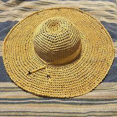Hometown Honey Sunhat - free crochet pattern and video at YARNutopia By Nadia Fuad. Crochet Summer Hats, Crochet Yarn, Free Crochet, Crochet Skirts, Crocheted Hats, Sombrero A Crochet, Crochet Beanie, Crab Stitch, Raffia Hat