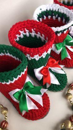 Crochet Christmas Decorations, Crochet Christmas Ornaments, Christmas Crochet Patterns, Holiday Crochet, Easy Christmas Crafts, Crochet Toys Patterns, Crochet Home, Crochet Gifts, Red Christmas