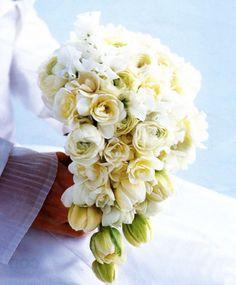 SOS Brides é um portal interativo com tudo que uma noiva precisa em um só lugar, como inspirações de vestidos de noiva, festas de casamento, dicas para recém-casados, viagens de lua de mel e muito mais.