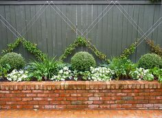 Brilliant DIY Garden Decor Ideas With Old Bricks To Save Your Money – Decorati. - Brilliant DIY Garden Decor Ideas With Old Bricks To Save Your Money – Decoration Ideas - Garden Shrubs, Garden Trellis, Fence Garden, Garden Beds, Garden Walls, Wire Trellis, Brick Garden Edging, Pool Fence, Climbing Plants For Trellis