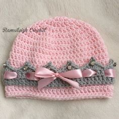 Girly Crown HatThis crochet pattern / tutorial is available for free... Full Post: Girly Crown Hat