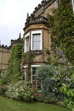 Renishaw Hall, a stately home in Derbyshire, dates from the 17th century.