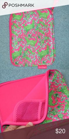 Lilly Pulitzer iPad Case In new condition! Perfect for any Lilly lover . NO flaws or imperfections💕💕 Lilly Pulitzer Accessories