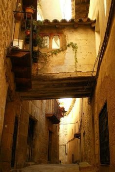 Teruel (Aragón) - Valderrobres 4 hours away Spain Travel, France Travel, Travel Usa, Great Places, Beautiful Places, Places To See, Malta, Travel Around The World, Around The Worlds