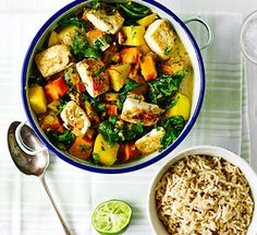 Low FODMAP and Gluten Free Recipe of the day - Tofu, pumpkin & pineapple curry Sauce sounds great: maybe chicken & squash? Vegetarian Recipes Tofu, Vegetarian Curry, Curry Recipes, Veggie Recipes, Healthy Recipes, Diet Recipes, Veggie Dishes, Healthy Food, Pineapple Curry