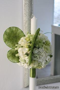 Pentru un botez care tocmai a avut loc in luna februarie, am ales culori deschise si proaspete, care sugereaza apropierea primaverii, trezirea la viata a naturii si mai ales inceputul drumului in viata al bebelusului. Astfel, nuantele care au orchestrat intregul aranjament floral au fost verdele crud sau verde lime. #IconicFlowers by Madalina Sandu, Bucuresti Baptism Candle, Flower Power, Floral Arrangements, Glass Vase, Easter, Candles, Flowers, Plants, Business