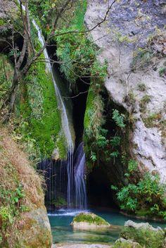 Nacedero del río Urederra. Sierra de Urbasa. Navarra