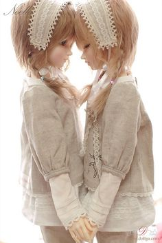 """THE NOELLA TWINS"" - DOLLS BY - ""DOLLY CULTURE"" - ON FLICKR - ""DOLLY CULTURE PICTURES"" - KIRUFUS PICTURES"