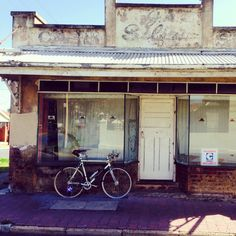 Bouclé-de-burbs 2014! I got lost, took a wrong turn and found this characterful abandoned corner shop.
